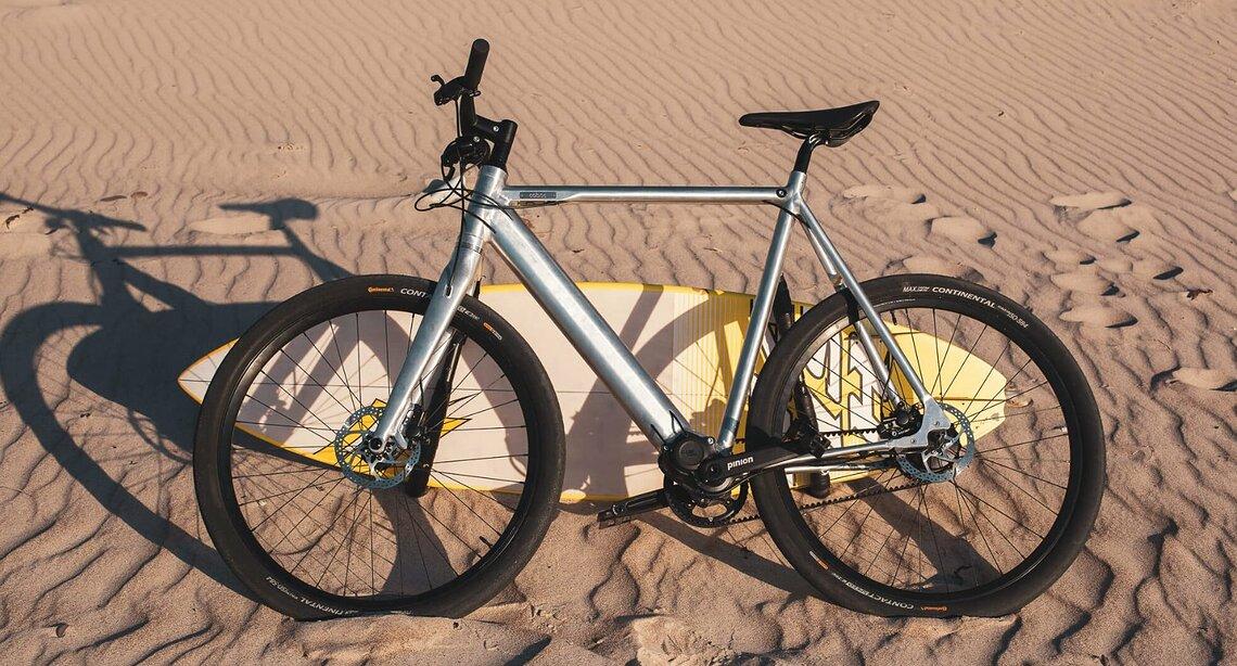 Auch bei der Produktion von modernen E-Bikes werden Metall, Plastik und seltene Erden verwendet. Die sollen nun leichter wiederverwendbar werden. ©Coboc