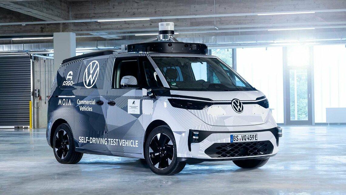 Mit dem ID. BUZZ AD soll der moderne Bulli zum High-Tech-Taxi werden. ©VW