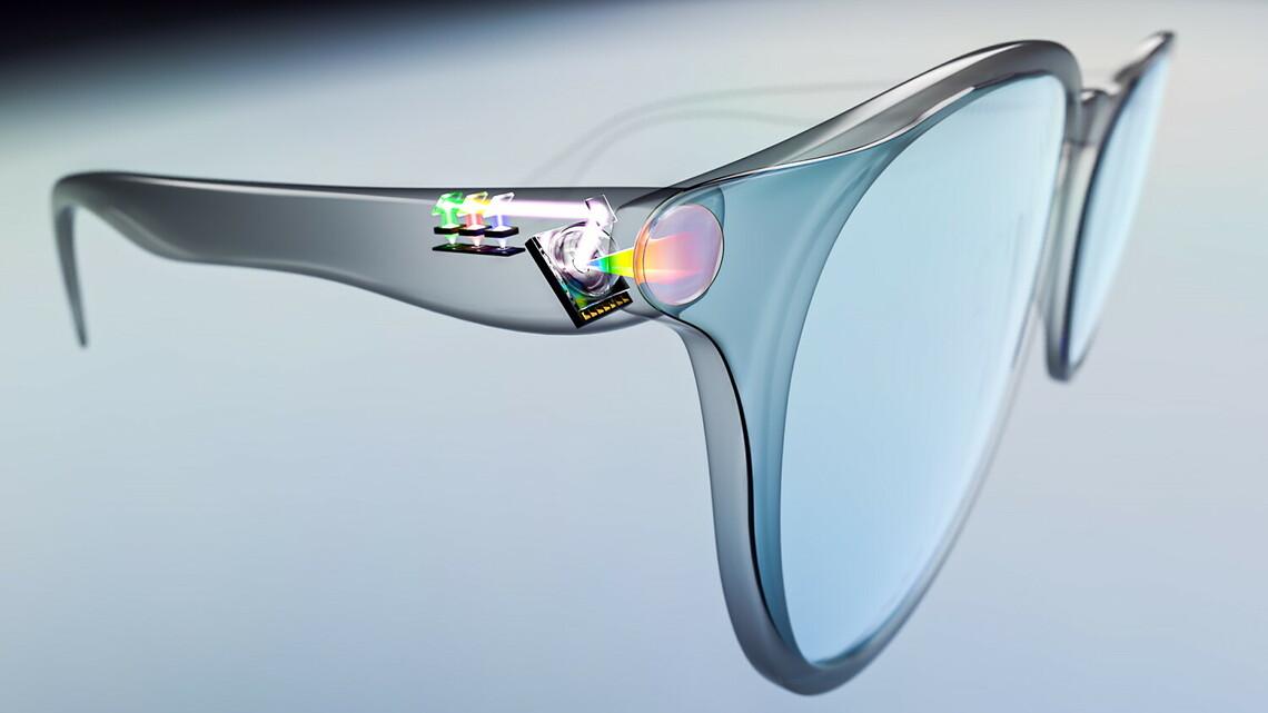 Der Spiegel von OQmented ist so klein, dass er in die Bügel einer normalen Brille passt