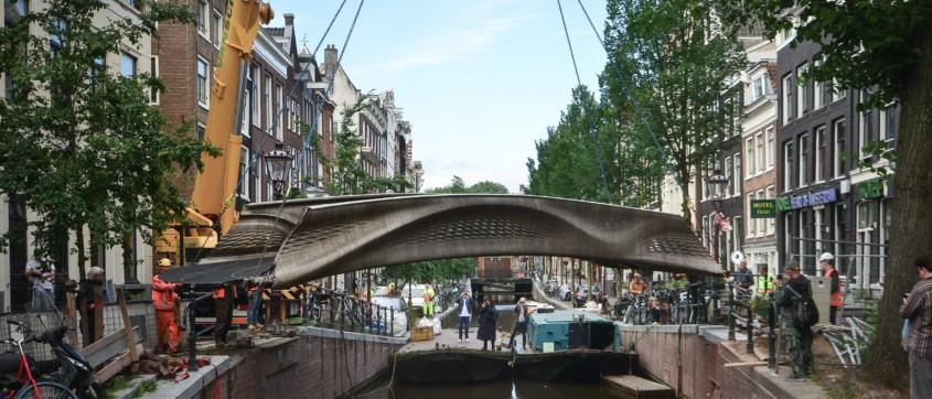 Die 3D-gedruckte Stahlbrücke in der Innenstadt von Amsterdam. Quelle: MX3D