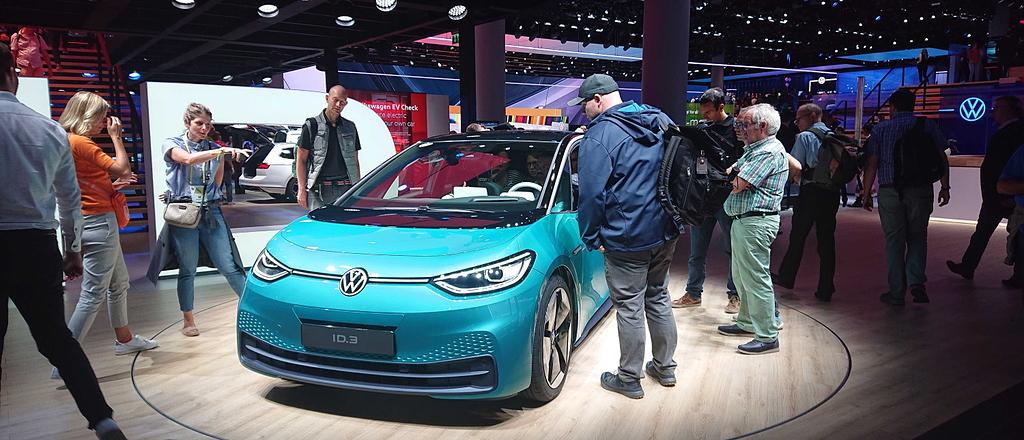 IAA 2019: Wenn reale SUVs auf utopische Zukunftsvisionen treffen