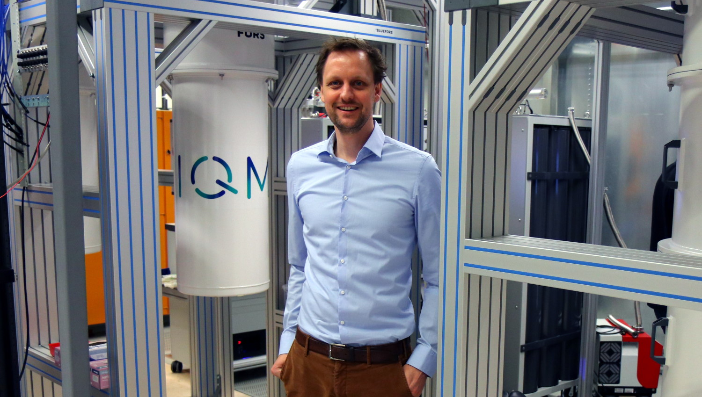 Jan Goetz mit Quantencomputer